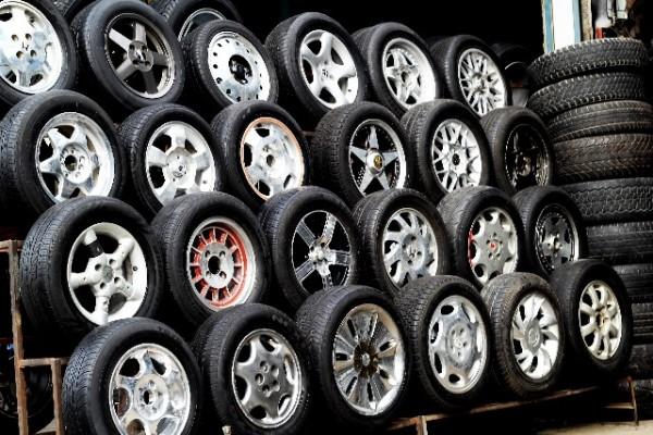 タイヤメーカー