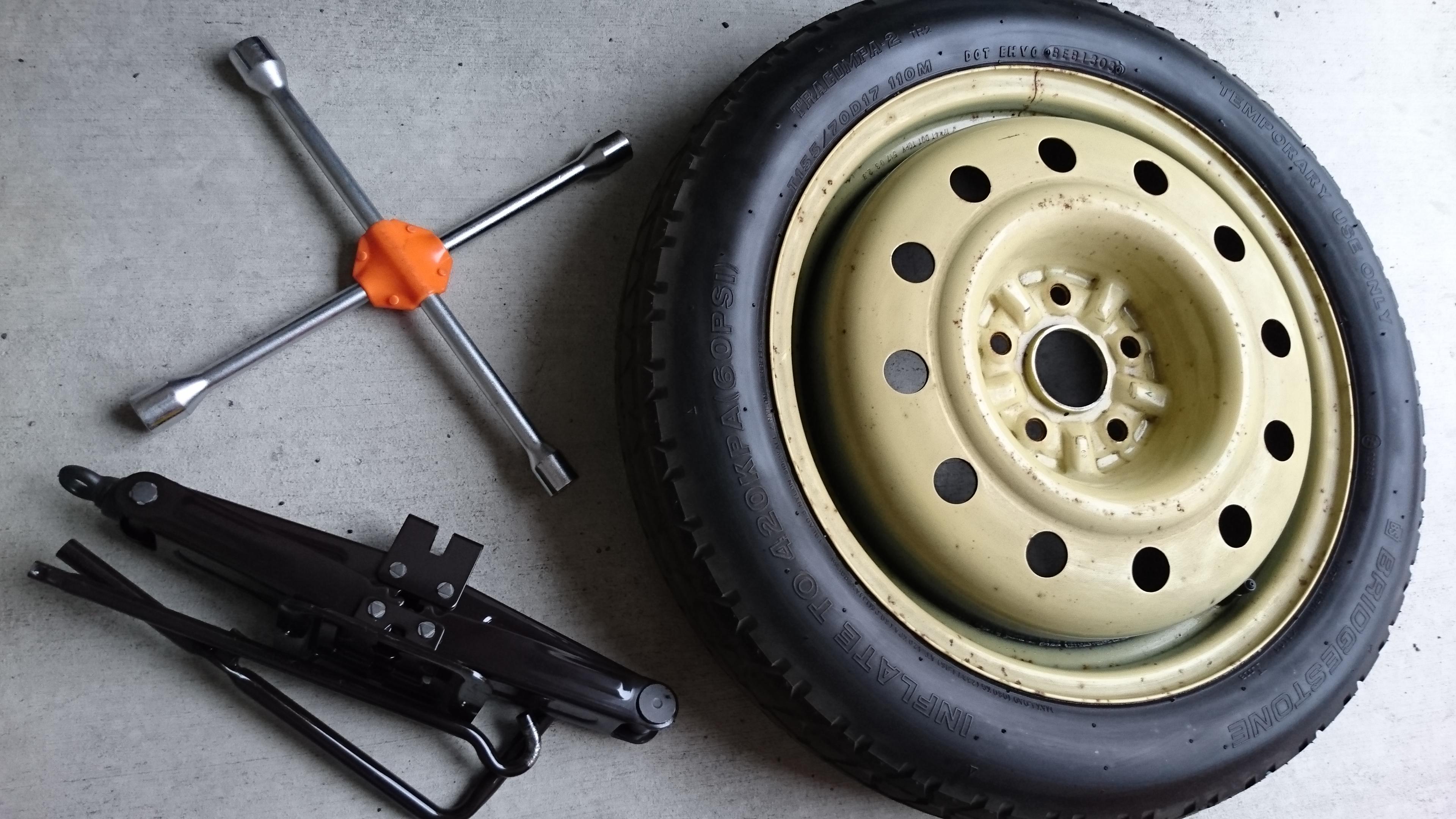 スペア タイヤ 交換