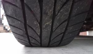 タイヤ交換 目安 正面