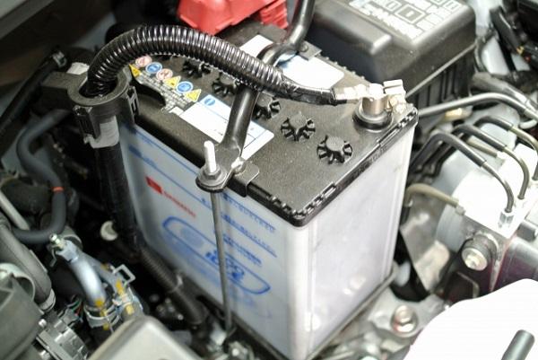 自動車 バッテリー